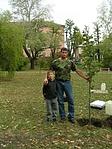 Ültetés közben kisfiammal