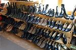 Cipők itt is
