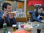 Zsíros kenyér és sör, a túrázók ebédje