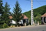 A tulaj háza (ez látszik az útról)