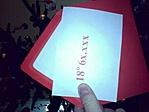 A piros boríték, a benne levő kóddal (igaz, most már nincs jelentősége)